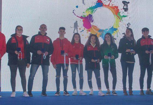 """Lara López Fernández recoñecida co 1º premio a excelencia deportiva """"Iván Raña Fuentes"""" na II Gala do Deporte do Concello de Ordes"""