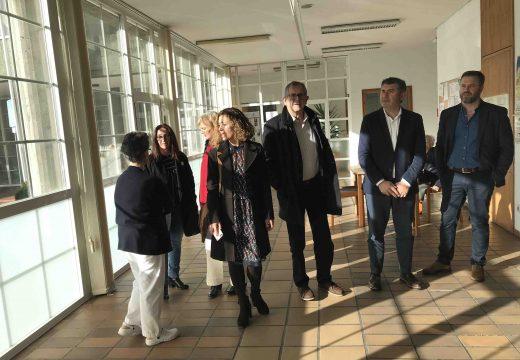 A Xunta renovou a carpintería metálica exterior da residencia de maiores de Carballo para mellorar o illamento térmico