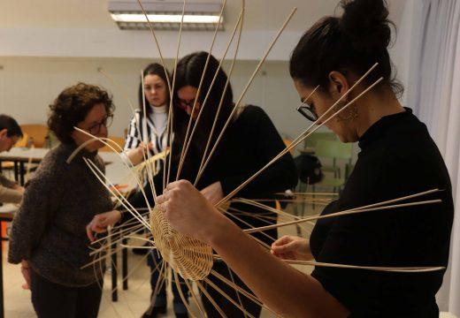O Concello de Lousame convoca dous obradoiros de cestaría, un de tapicería e outro para a elaboración de lámpadas de origami