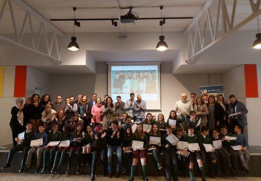 """Yoya Neira entrega o premio nacional """"Educando en Igualdade"""" ao colexio coruñés Calasanz Escolapios"""