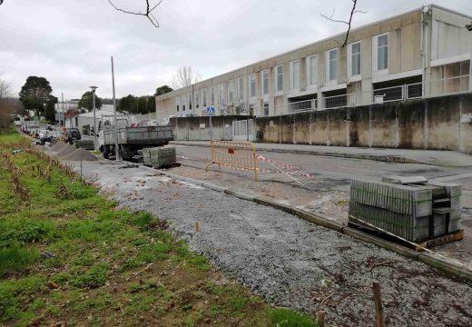 O Concello de Brión completa o tramo de beirarrúas pendente no Paseo de Pedrouzos, diante do instituto e do colexio