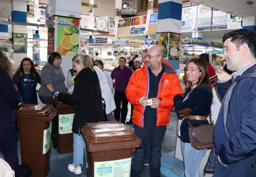 O Concello de Noia colabora coa USPAN para mellorar a reciclaxe na Praza de Abastos