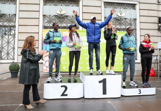 Rey participa na entrega de premios do medio maratón C-21 máis rápido da historia
