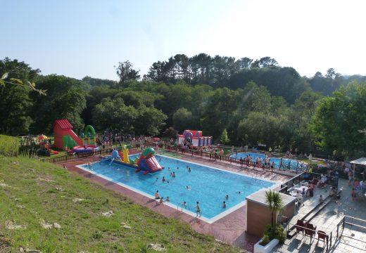 O Concello de Frades saca a licitación por máis de 100.000 euros as obras de reparación da piscina municipal