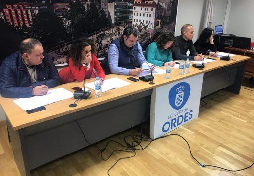 O pleno municipal de Ordes a favor de que se inste ao Goberno de Sánchez a devolver os 200 millóns do IVE a Galicia, cos únicos votos en contra do PSOE local