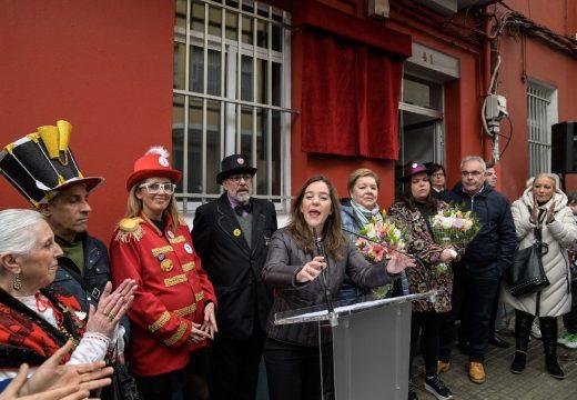 """Inés Rey descobre unha placa en homenaxe a Fernando Amaro, """"a alma do Entroido coruñés"""""""