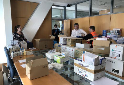 A Xunta reparte nun primeiro envío entre os concellos da provincia 7.000 mascarillas e 40.000 guantes
