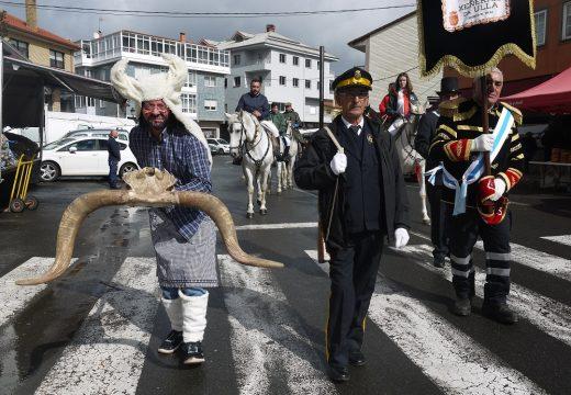 O desfile dos 'xenerais da Ulla' e dos personaxes do entroido chega ás rúas Fonte Díaz e pecha o carnaval no Concello de Touro