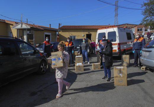 Benestar Social desprégase nos asentamentos precarios da cidade para proporcionar material didáctico e concienciar sobre o Covid-19
