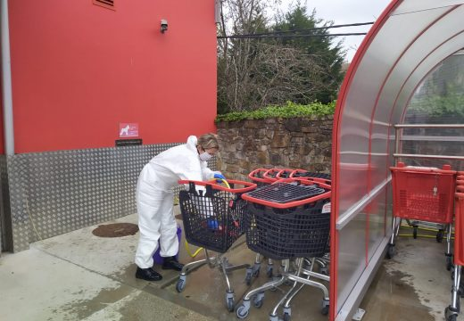 O Concello de Camariñas reforza a limpeza nos supermercados