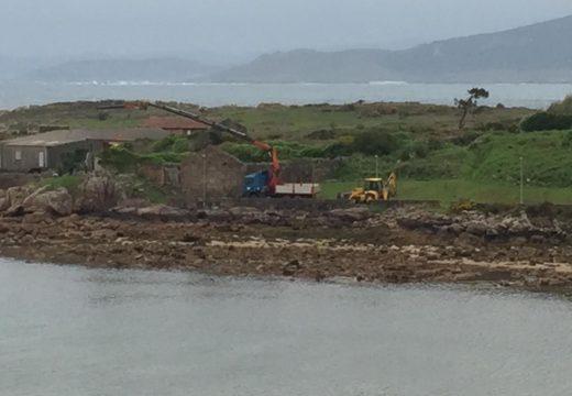 O Concello substitúe a antiga veleta do paseo marítimo de Camelle por unha nova de aceiro inoxidable