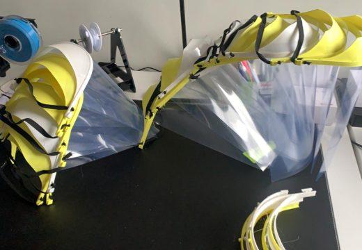Dous voluntarios poñen a disposición do concello case corenta máscaras fabricadas con impresoras 3d para prevenir O COVID-19