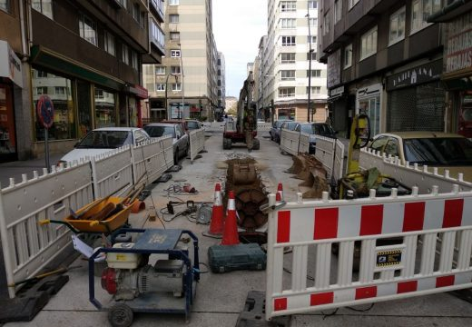 O concello vese obrigado a realizar unha reparación de urxencia nun sumidoiro da avenida das Conchiñas