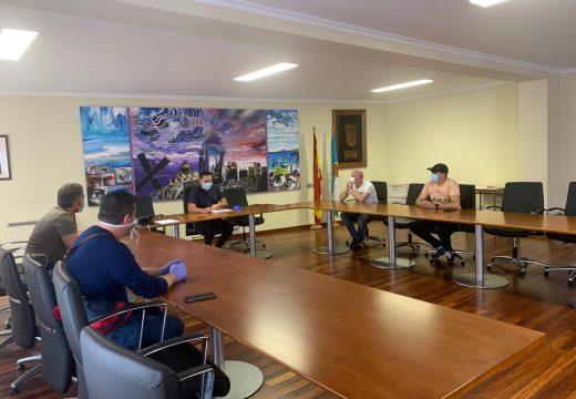 O alcalde de Muxía reúnese cos percebeiros da localidade para escoitar as súas propostas