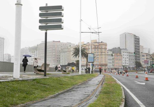 Inés Rey anuncia que o Concello habilitará un carril específico para correr sobre as vías do tranvía