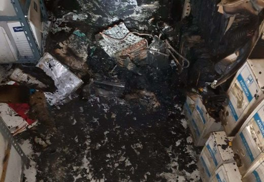 Un pequeno lume destrúe parte do arquivo municipal do Concello de Brión e causa danos materiais nas instalacións