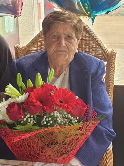 O Concello de Frades homenaxea a Asunción López Oubel, veciña da parroquia de Vitre que vén de facer 101 anos