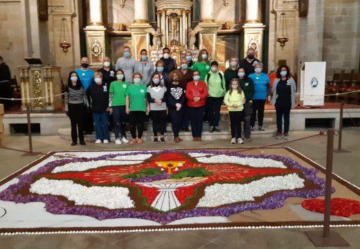 Os alfombristas de Miño desprázanse ata Santiago para elaborar un tapiz conmemorativo do Corpus