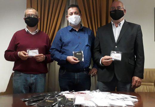 O Concello de Boqueixón repartirá entre a veciñanza 4.500 máscaras homologadas de tea confeccionadas por dúas empresas do municipio