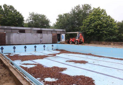 Comezan as obras de reforma integral na piscina municipal de Lousame, nas que o Concello investirá máis de 114.000 euros