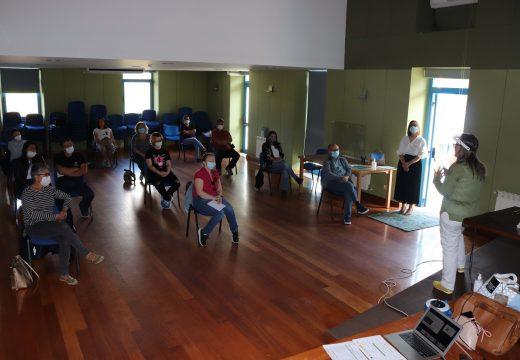 Unha ducia de representantes do sector turístico brionés asisten a un taller de medidas hixiénico sanitarias fronte a COVID-19