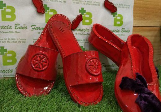 O proxecto das 'Zoquiñas vermellas' logra recadar máis de 1000 euros para a loita contra a violencia de xénero