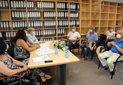 A Xunta expón ao sector un estudo con distintas alternativas para mellorar o abrigo no peirao de Corcubión
