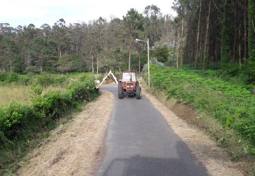 Malpica intensifica os traballos de limpeza e desbroce ao longo de todo o termo municipal