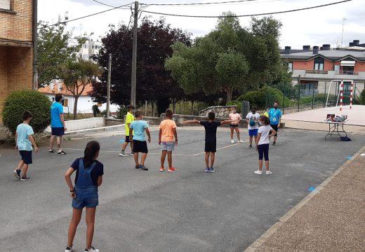 Carral inicia a 2ª quenda dos campamentos, que combinan o deporte e a aprendizaxe dun novo idioma