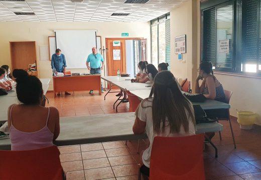 Dez mulleres de Frades participan no curso de monitora de tempo libre, de 350 horas lectivas