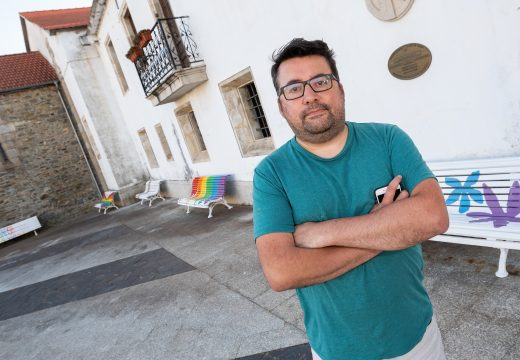 San Sadurniño pinta 11 bancos da diversidade