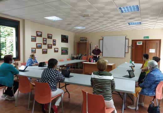 Comezan os obradoiros gratuítos de memoria ne uso de smartphones organizados polo Concello de Frades e a ONG Mestura