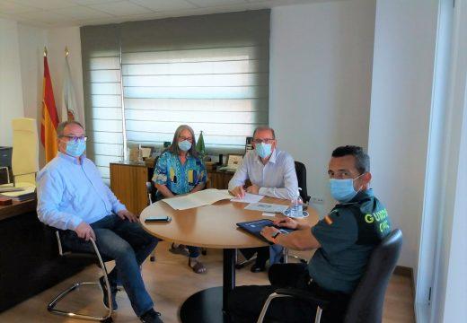 O alcalde de Miño recibe á subdelegada para tratar o tema da seguridade nas praias