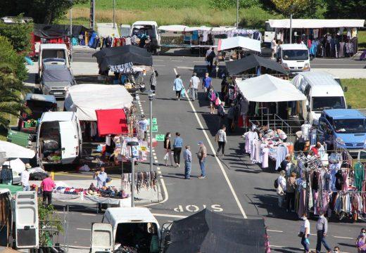 Vimianzo celebra a feira con total normalidade na súa nova ubicación provisional