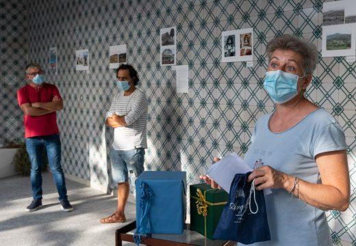 Entregados en San Sadurniño os agasallos da exposición «Pegadas dun pasado»