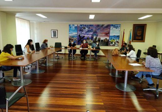 O Concello de Muxía reúnese coas ANPAS e as directoras dos tres colexios para formar un equipo de traballo