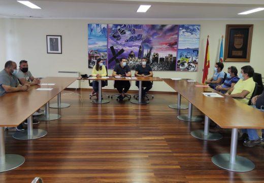 O novo goberno muxián reúnese cos responsables das empresas contratadas para realizar multitude de obras e melloras no termo municipal