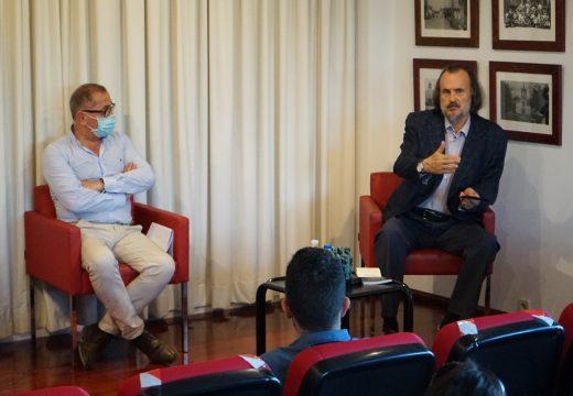 Manuel López Rodríguez recibe o Premio de Poesía Concello Carral pola súa obra Nas pulsacións