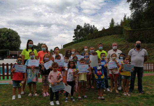 Un total de 37 persoas participaron nos cursos de natación do Concello de Frades