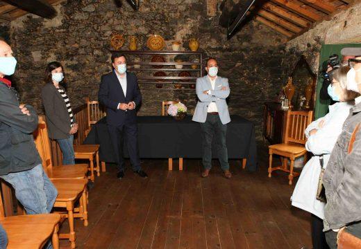 O Ecomuseo do Forno do Forte de Buño aplica un novo material a base de barro nas estruturas dos pisos