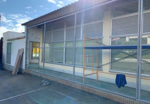 O Concello de Malpica conclúe os traballos de renovación das cubertas e da terraza do Centro Cívico