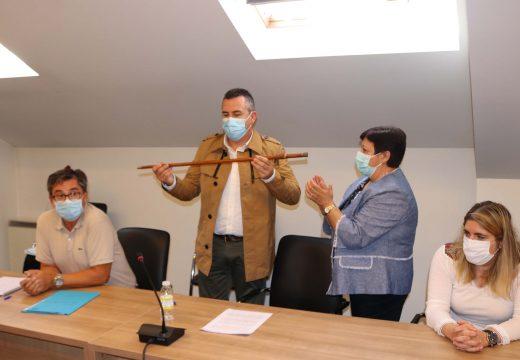 """Pablo Lago toma posesión como alcalde anunciando que """"o meu mandato seguirá o camiño marcado por José Luís García: mellorar a calidade de vida da xente de Brión"""""""