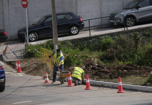 Iniciadas as obras para dotación de 60 novos metros de beirarrúas ao barrio de Abesadas xunta á rotonda da Poutada