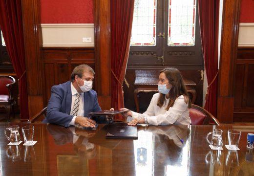 O Concello e Correos asinan un convenio que lle permitirá á veciñanza pagar tributos en calquera oficina de España