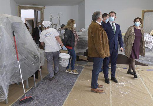 Gonzalo Trenor visita o Obradoiro de Emprego da Laracha que forma a 20 alumnos grazas a un investimento de máis de 863.000€