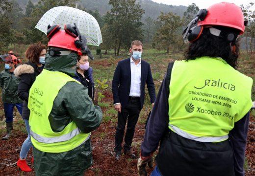 Gonzalo Trenor visita o obradoiro de emprego de Lousame-Noia que forma a 20 alumnos en aproveitamentos forestais grazas a un investimento de máis de 480.000€