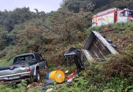 O GES de Brión colabora no rescate dun ferido grave ao caer co seu vehículo por un terraplén en Vilacoba (Lousame)