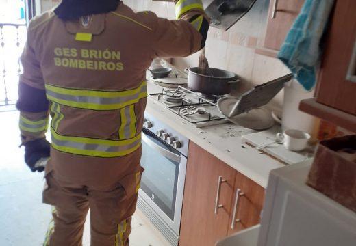 O GES de Brión participa na extinción dun lume urbano en Negreira