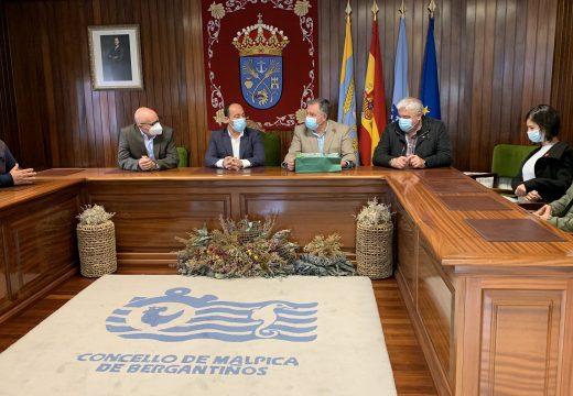 O Concello de Malpica recibe a visita do vicepresidente da Deputación da Coruña e do alcalde de Oleiros