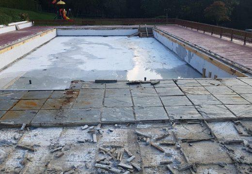 Comezan as obras de reparación da piscina municipal de Frades, adxudicadas por 98.000 €
